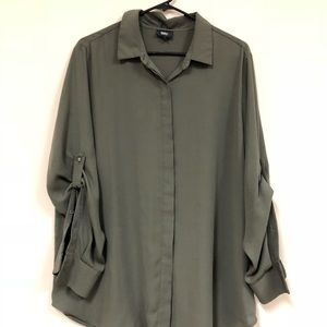 Women's Mossimo 2X Convertible Sleeve Blouse